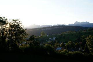 Der Blasenberg und im Hintergrund der Schellenberg. Ganz hinten sieht man den Hohen Kasten und die Schweizer Berge.