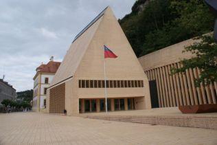 Das neue Landtagsgebäude im Zentrum von Vaduz.
