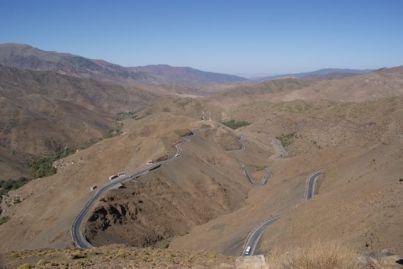 Die Passstraße windet sich hinauf zum Tizi n'Tichka auf 2260 m Seehöhe.