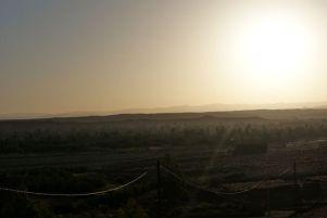 Sonnenaufgang über der Palmenoase Skoura.