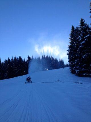 Die Bergbahnen Brandnertal beschneien die Abfahrten für den Saisonstart am kommenden Wochenende.