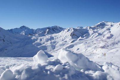 """Die Alp Trida bildet das Zentrum des """"Schweizerischen Teils"""" des Skigebietes."""