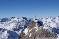 Blick von der Greitspitze Richtung Tirol. Wer genau schaut, erkennt links einige Pisten die vom Palinkopf herunterkommen.