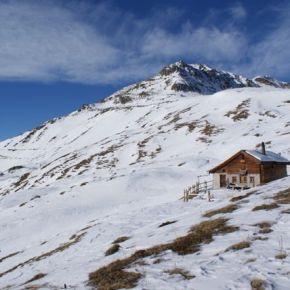 Skifahren mit Blick auf SchweizerNationalpark