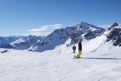 Auf den großzügigen Pisten ziehen die Berge des Nationalpark Schweiz immer wieder den Blick auf sich.