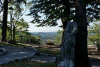 Park bei der Burg von Gemona.