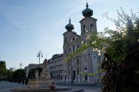 Die Kirchen des heiligen Ignazius - vor dem Brunnen der erschöpfte Autor.