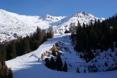 Hier fehlte noch etwas Schnee - die Hütte liegt aber überaus romantisch.