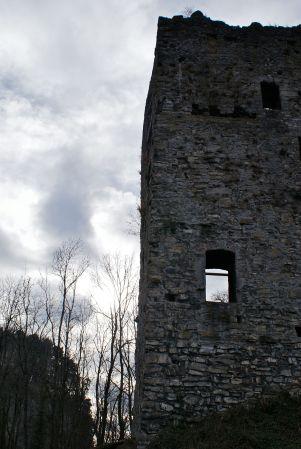 Am beeindruckendsten ist aber der Bergfried, der auch im Tal weithin sichtbar ist.