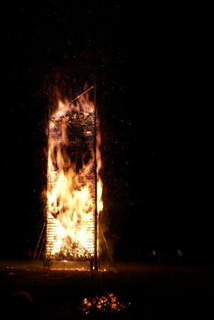 und im Nu brennt der 13 Meter hohe Funken.