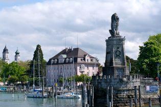 Er zeigt deutlich an, Lindau ist eine bayrische Stadt.