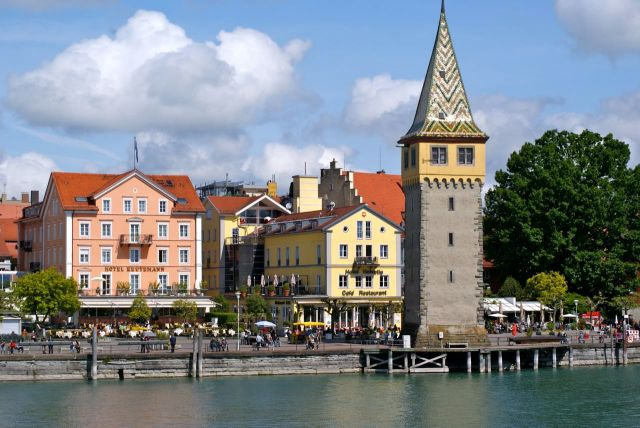 Die Lindauer Altstadt, vom Leuchtturm aus gesehen. Der Mang-Turm diente früher auch als Leuchtturm.