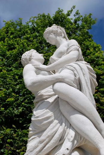 Die Statuen im Garten von Schloss Schönbrunn stammen zum größten Teil aus der griechischen und römischen Mythologie.