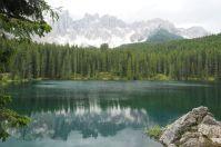 Beliebtes Ausflugsziel ist der Karersee ein beliebtes Ausflugsziel und Foto-Motiv.