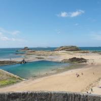 Jetzt ist das Meer am Tiefststand und vorgelagerte Inseln trockenen Fußes erreichbar.