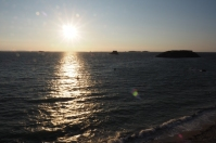 6 Stunden später hat sich das Meer alles zurückerobert. Nur die Spitze des Sprungturmes ist zu sehen.