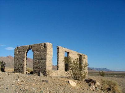 Immer wieder trifft man im Death Valley auf Ruinen - sie sind die Überbleibsel von Minen, die Goldsucher im Tal gegraben haben.