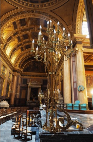 Im Inneren der Kathedrale herrscht Prunk.
