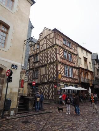 Die mittelalterlichen Fachwerkhäuser erinnern an Strassburg.