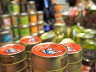 """Als """"saure"""" Alternative gibt es auch Geschäfte, in denen man nur Dosen-Fisch (und Meeresfrüchte) findet."""