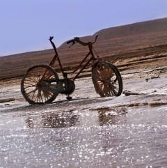 Die Dauerwirkung des Salzes ist am Fahrrad gut erkennbar.