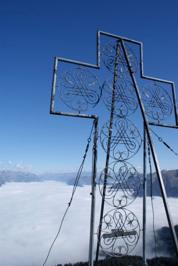 Tolles Gipfelkreuz und tolle Aussicht.