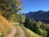 Schnell verlässt man das Dorf wieder und fährt weiter aufwärts Richtung Furx.