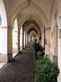 Am Friedhof unterhalb der Basilika.