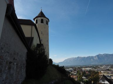 Die Basilika hat den Charakter einer Burg - mit Absicht.