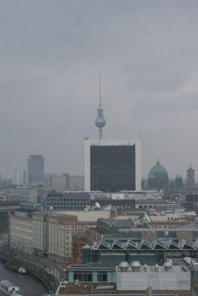 Blick in den Osten, auf den Fernsehturm am Alex.