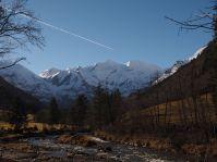 Die schneebedeckten Gipfel der Hohen Tauern (hier Sonnenwelleck und Fuscher Karkopf)