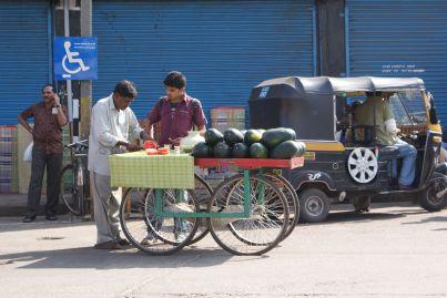Alle Sorten von Gemüse und Obst gibt es bei mobilen Straßenhändlern.