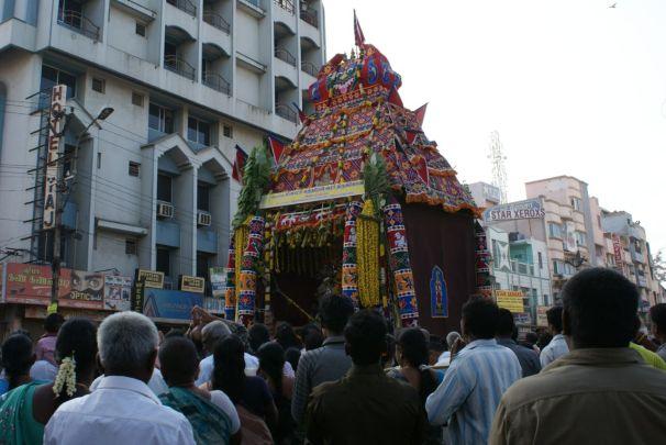 Prozessionen stellen den Höhepunkt der elf-Mal stattfindenden Tempelfeste dar.
