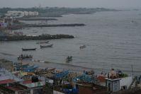 Neben den Pilgern leben die Menschen hier vor allem vom Meer.