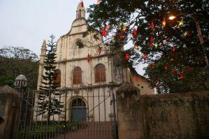 Die St. Francis Church in Kochi mit einem Christbaum.
