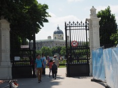 Der Eingang in den Volksgarten.