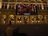 Opern-Aufführungen werden auch ins Freie übertragen.