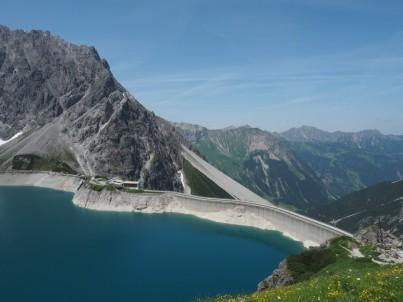 Auch vor dem Aufstauen befand sich hier bereits ein großer Bergsee.