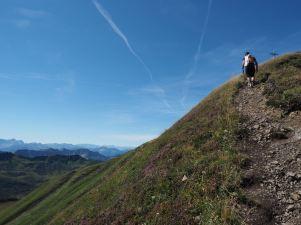 Kurz vor dem Gipfel wartet nochmals ein kurzer steilerer Anstieg.