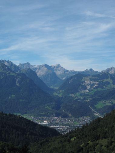 Toller Blick auf Bludenz, ins Brandnertal hinein und auf die Berge des Rhätikons.