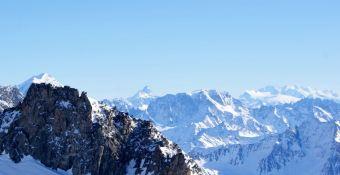 In der Ferne grüßt das Matterhorn.