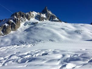 """Bei etwas mehr Schnee, kann unterhalb des """"Zahn des Giganten"""" gefahren werden."""
