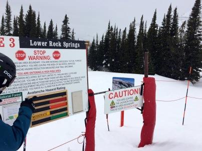 Wer den gesicherten Skiraum verlässt, macht das durch diese Gates.