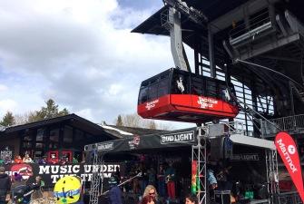 """Die """"Tram"""" transportiert 100 Personen pro Fahrt."""